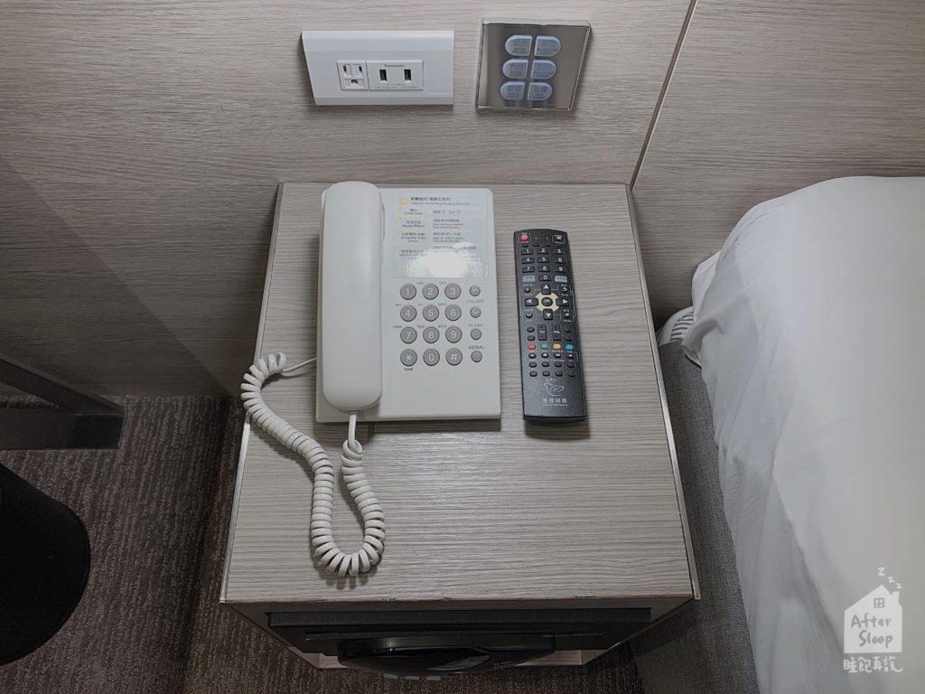 台北 新驛旅店 房間內電話機