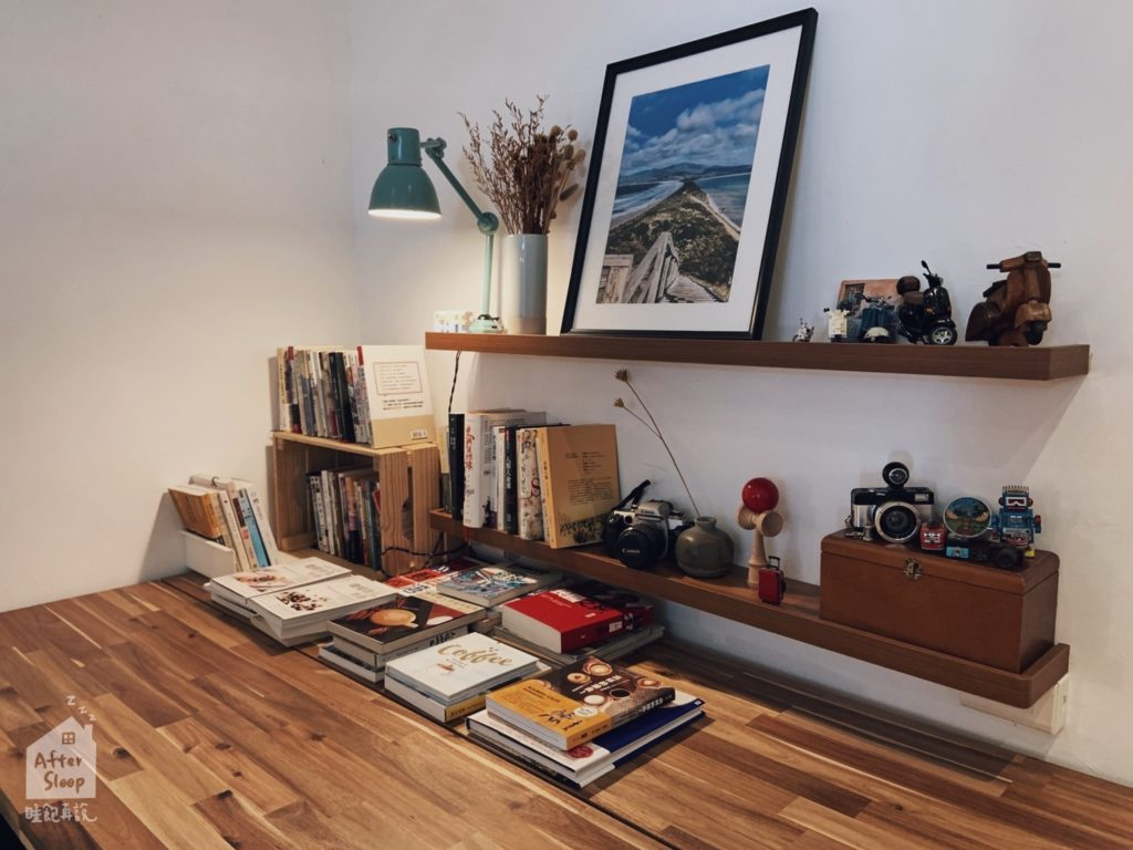 雲林崙背 鴻咖啡 書架